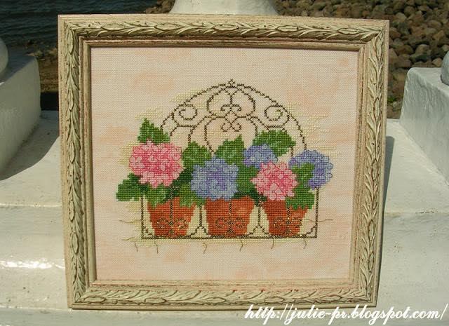 балкон с цветами, гортензия, вышивка крестом, журнал вышиваю крестиком, Лесли Тиер, Lesley Teare