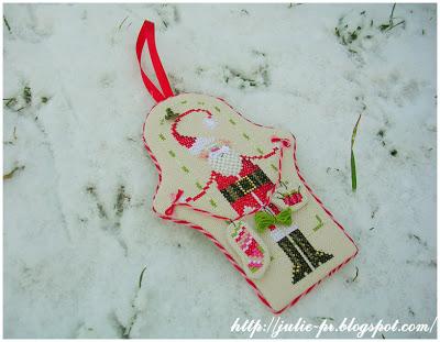 Вышивка крестом, Stitchy Claus, Санта вышивальщик, схема, Brooke Nolan, журнал Just CrossStitch, Christmas Ornaments, 2009