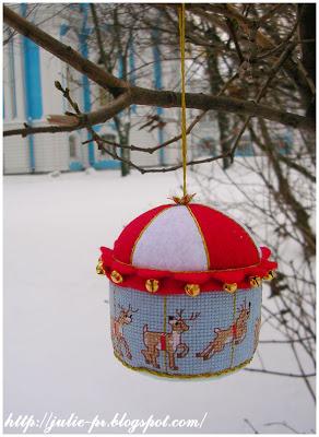 елочная игрушка, карусель, вышивка крестом, книга 365 Quick Christmas Designs