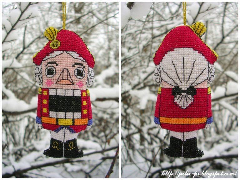 Щелкунчик, вышивка крестом, вышитая елочная игрушка, Юлия Лапутина, бесплатная схема вышивки