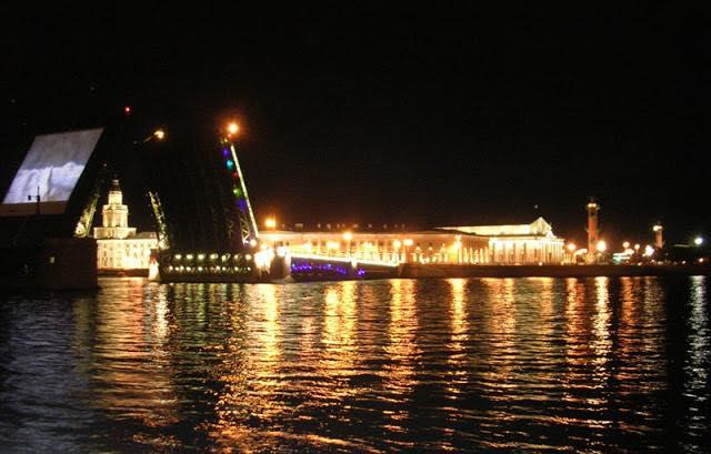Стрелка Васильевского острова, Граффест, Дворцовый мост, развод мостов, Санкт-Петербург