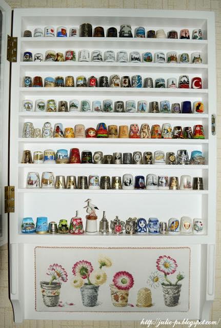 шкаф для наперстков, витрина для наперстков, полочка для наперстков, полка для наперстков, коллекция наперстков, наперстки, маргаритки в наперстках, Veronique Enginger, вышивка крестом