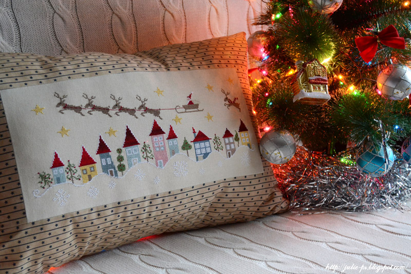 En retard, Madame Chantilly, вышивка, вышивка крестом, подушка, новогодняя подушка