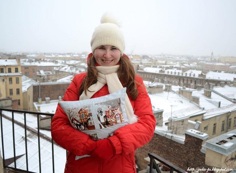 Riolis, город и кошки, подушка, вышивка крестом, крыши Петербурга, башенка МПВО