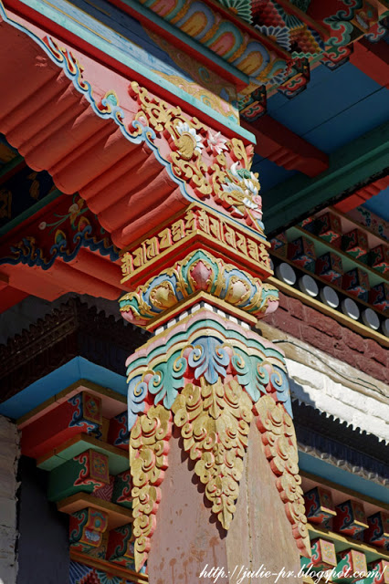 Himalayas, Гималаи, буддистский храм, Верхний Писанг, Annapurna Circuit, Nepal, Непал, трек вокруг Аннапурны, Upper Pisang, резьба по дереву