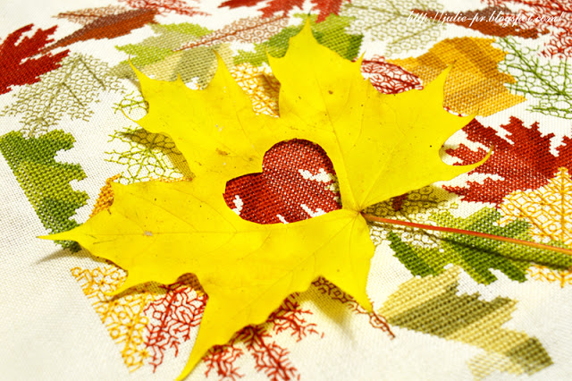 Mary Hickmott, Autumn leaves, New Stitches №164, вышивка крестом, blackwork, подушка с вышивкой, осенние листья, блэкворк