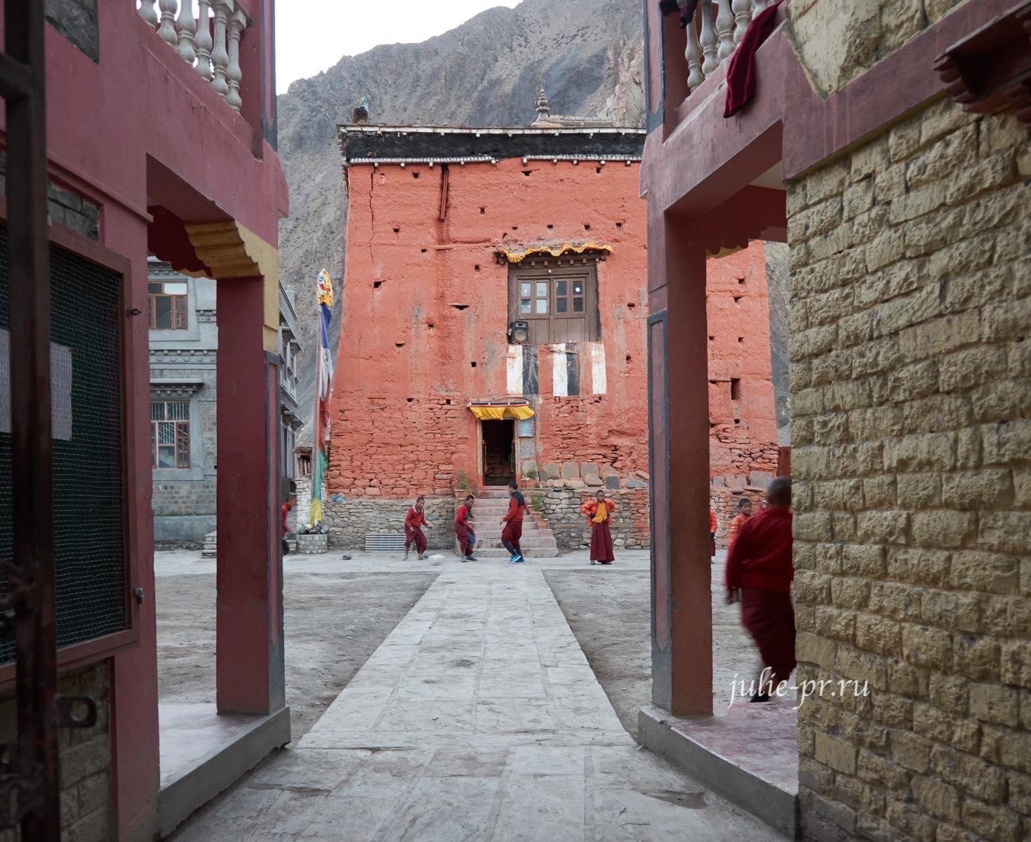 Непал, Трек вокруг Аннапурны, Кагбени, монастырь Каг-Чоде-Туптен-Сампхел-Линг