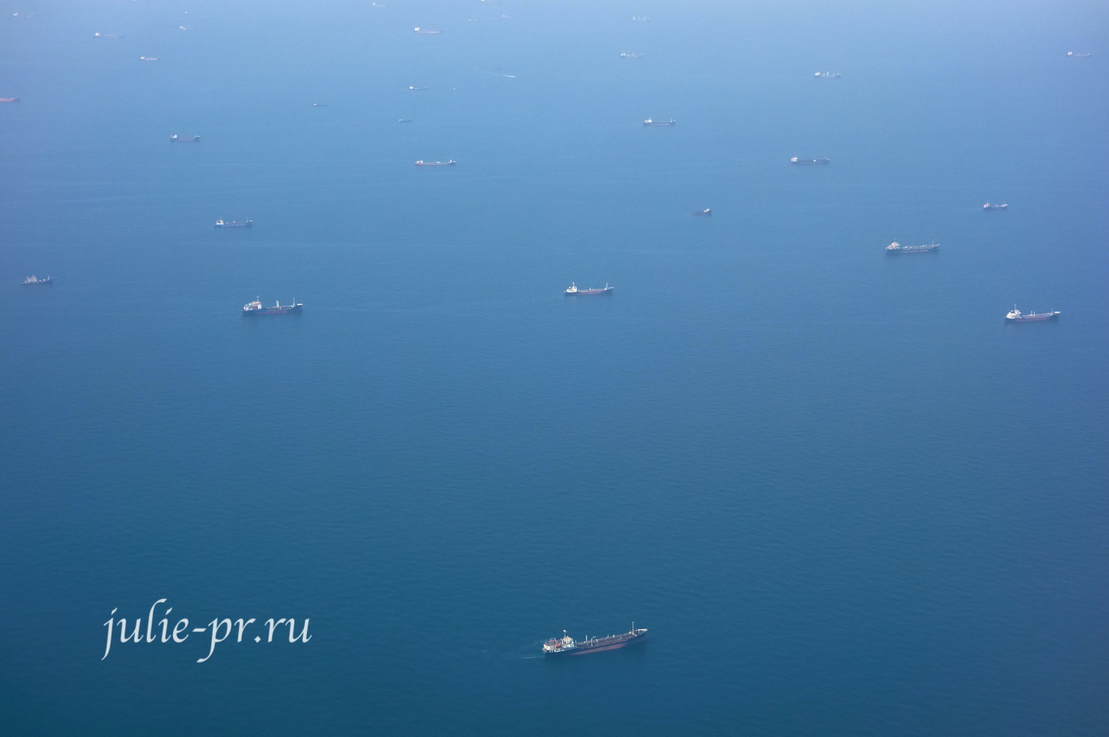Корабли около Дубая в Персидском заливе