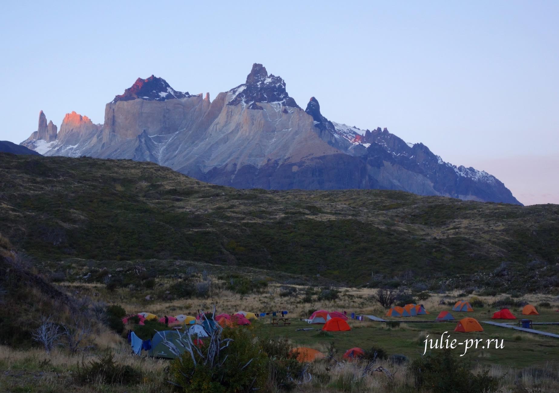 Чили, Патагония, Туристический лагерь в национальном парке Торрес-дель-Пайне
