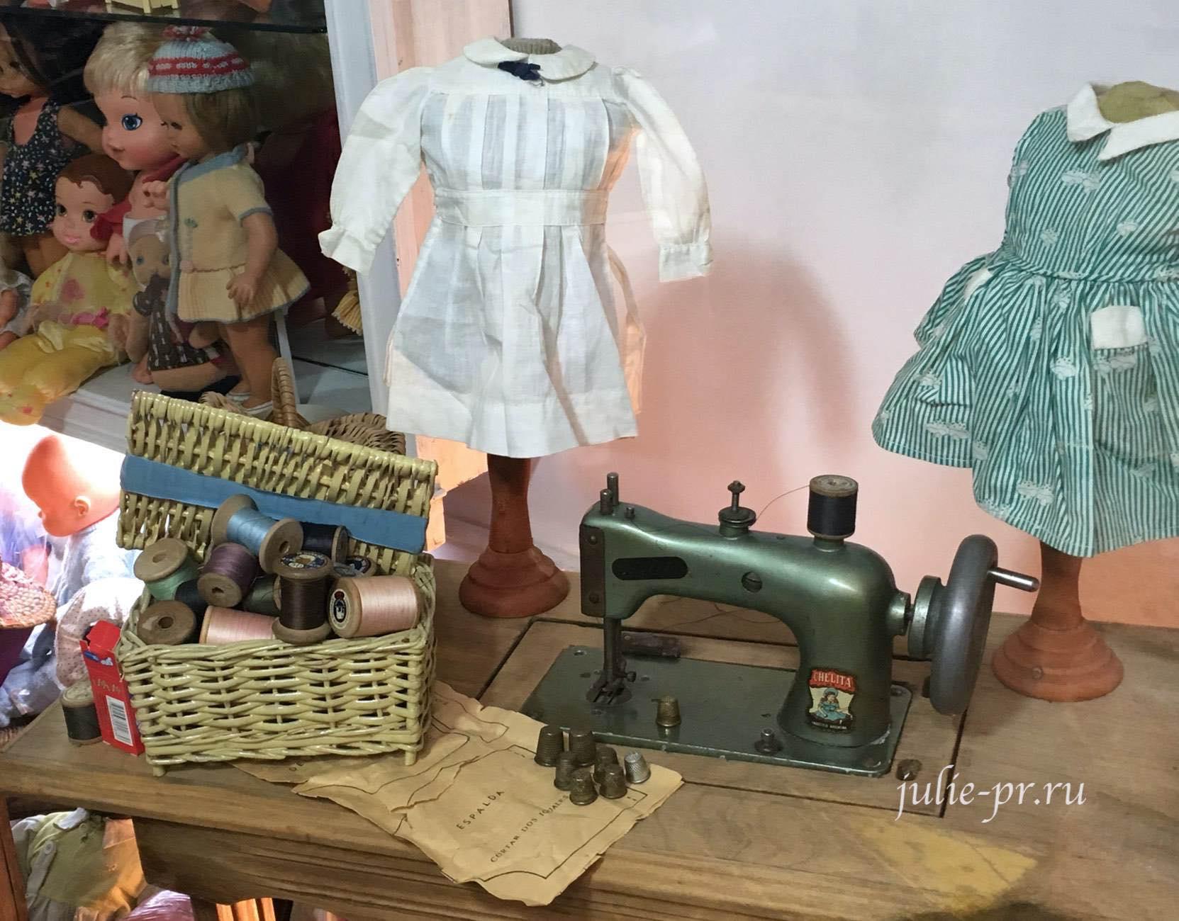 Аргентина, Буэнос-Айрес, рынок Сан-Тельмо, антиквариат, напёрстки, швейная машина