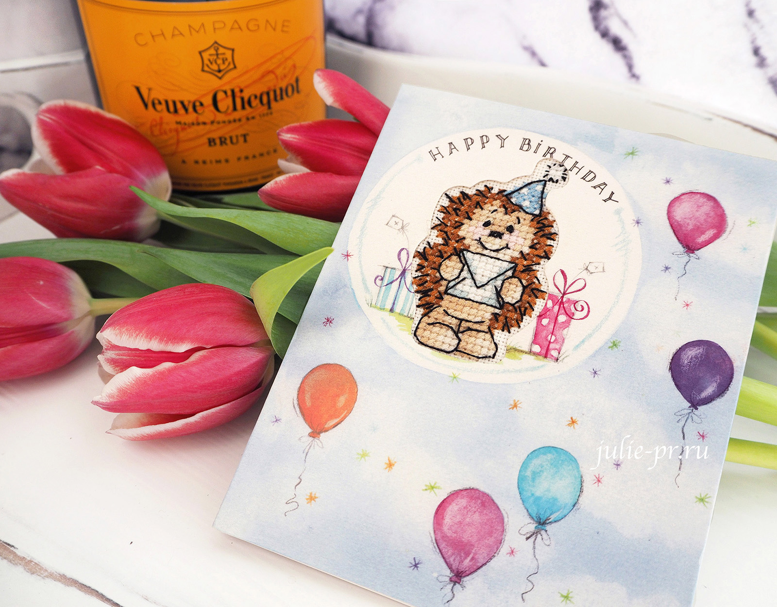 Открытка, вышивка крестом, Herbert Hedgehog birthday card от Jill Cooper, журнал The world of cross stitching (№258, сентябрь 2017)