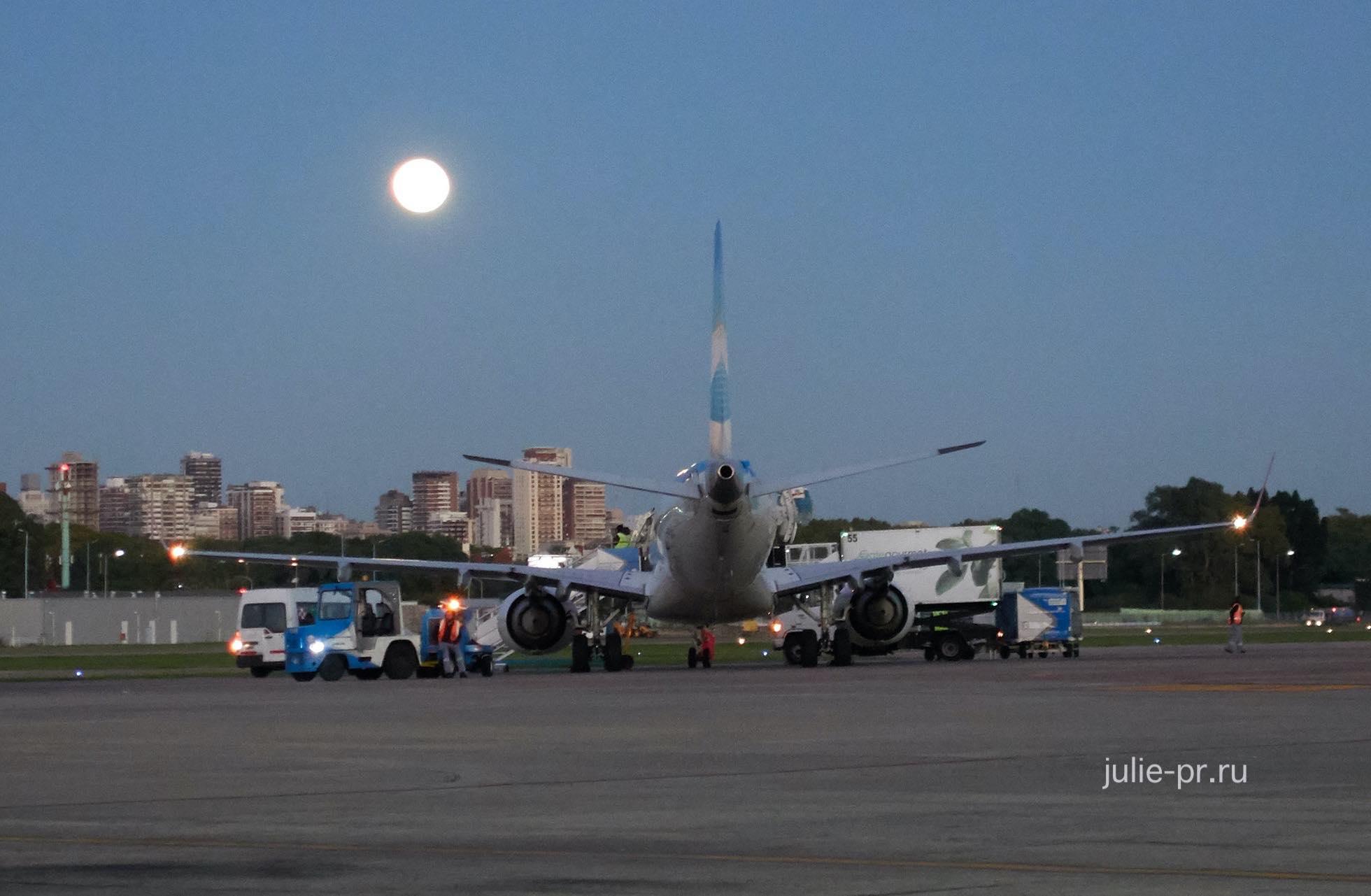Аргентина, Буэнос-Айрес, самолёт и Луна