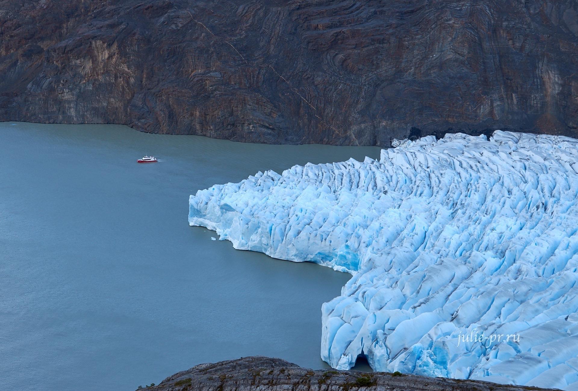 Чили, Патагония, Торрес-дель-Пайне, катер у ледника Грей