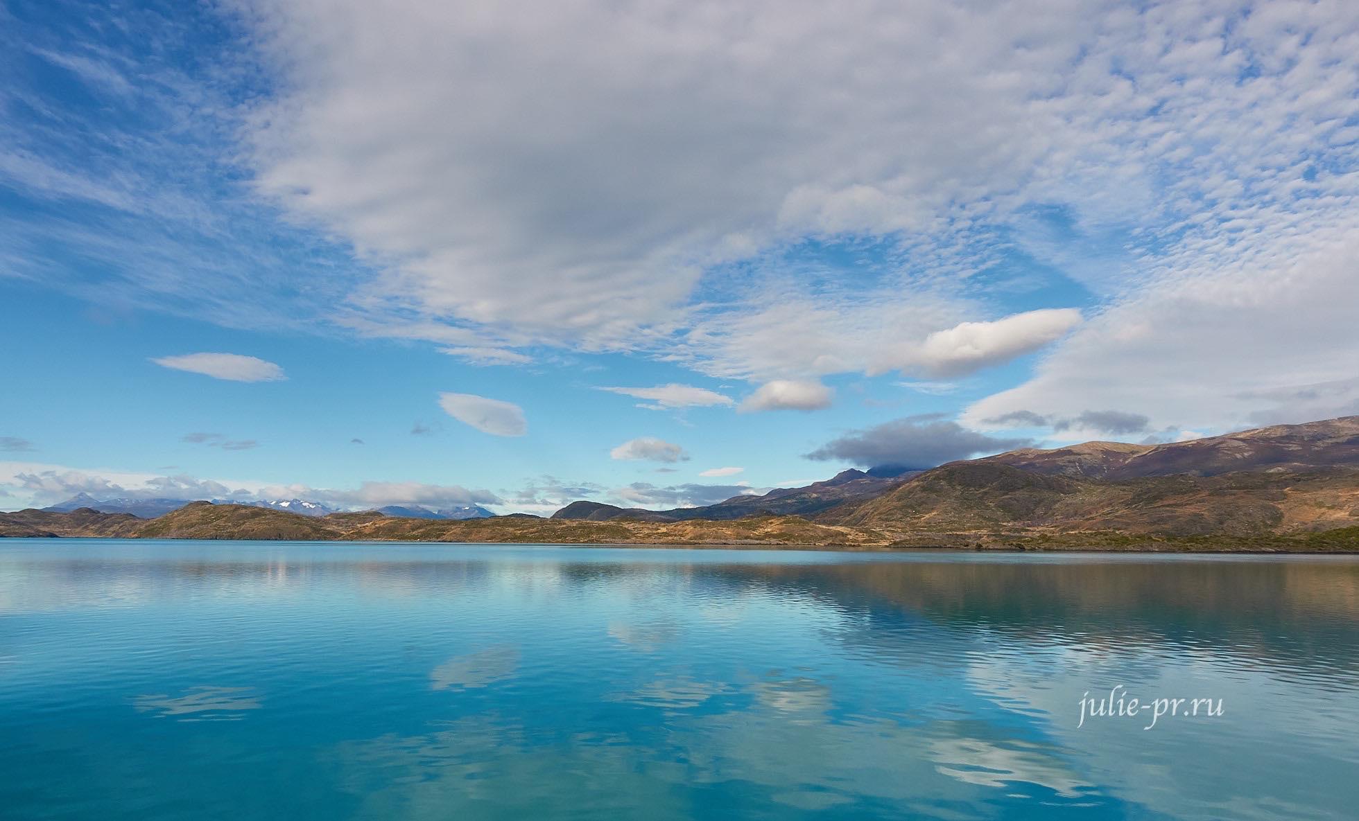 Чили, Патагония, Торрес-дель-Пайне, озеро Пеоэ, облака