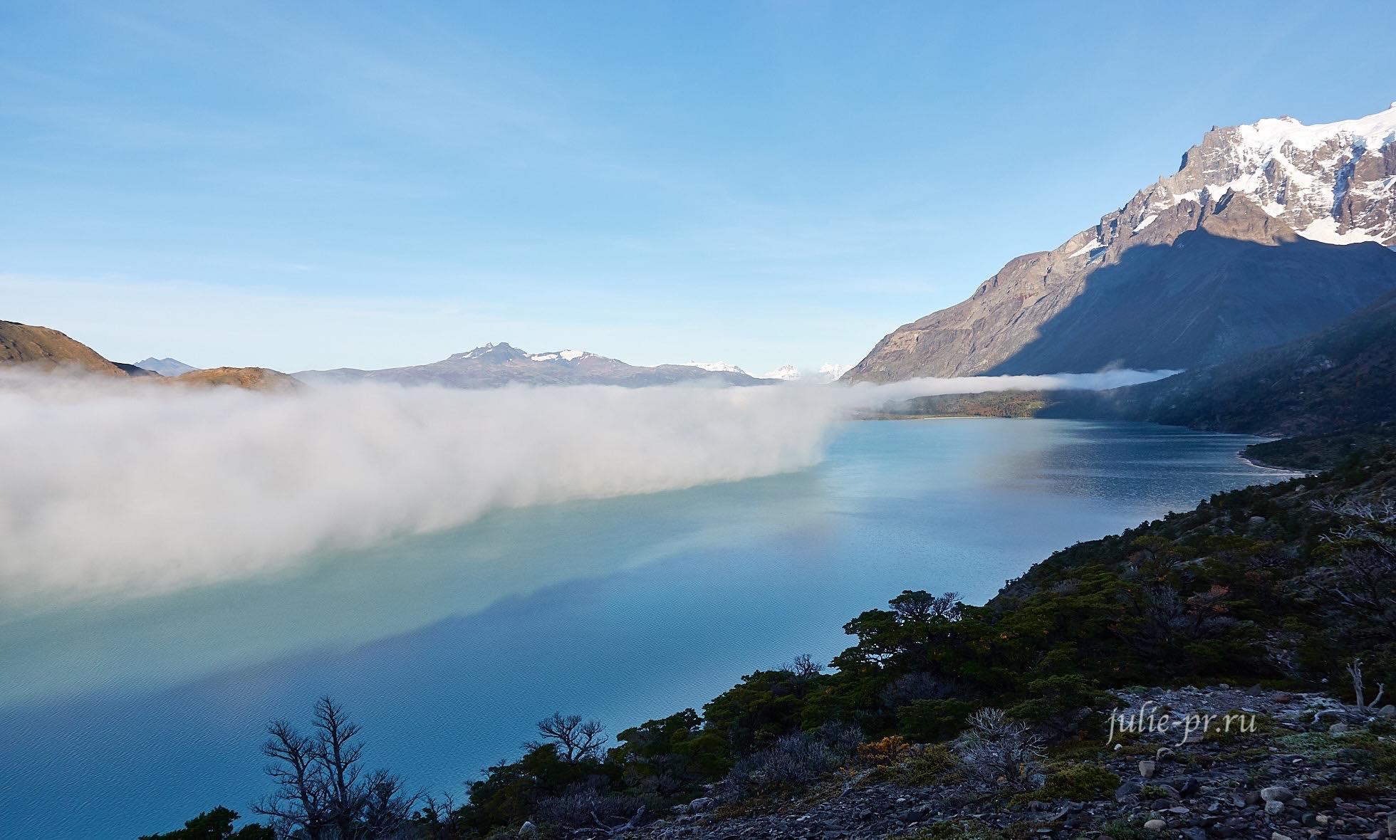 Чили, Патагония, Торрес-дель-Пайне, туман над озером, Lago Nordenskjöld