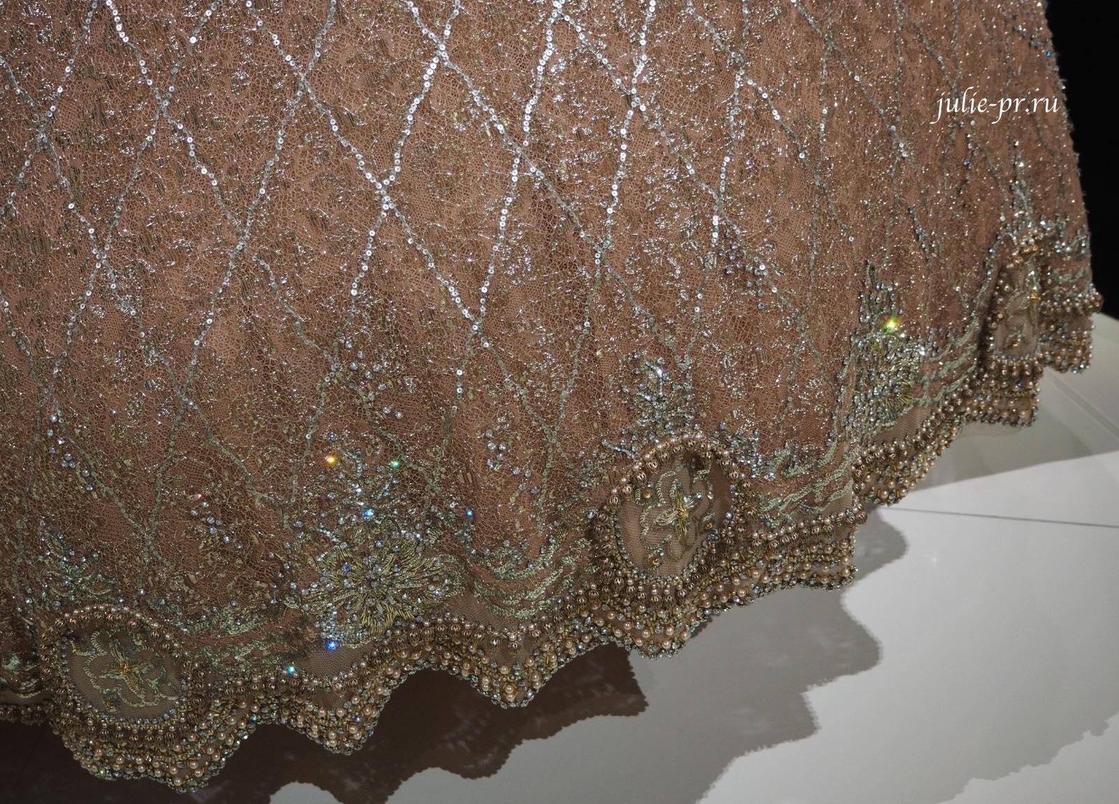 ПлатьеKoh-I-Noor, созданное Gianfranco Ferre для Christian Dior (осень/зима 1996), вышивка