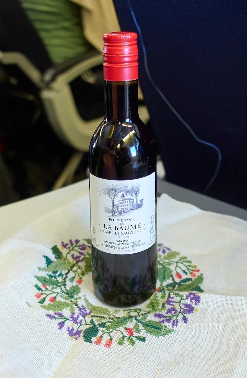 Вино и вышивка в самолёте