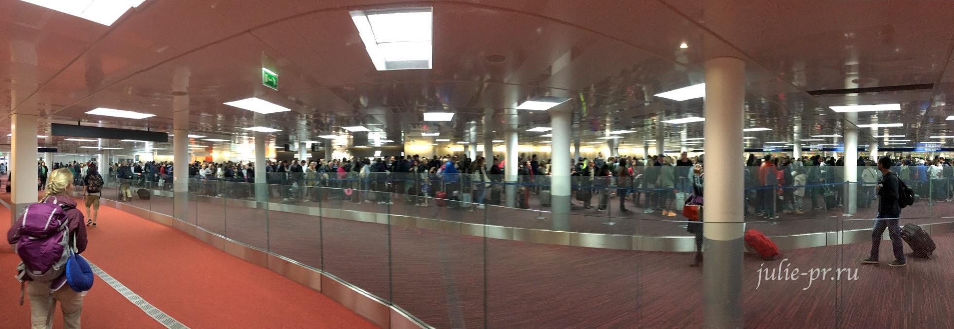 Франция, Париж, Очередь в аэропорту на границе