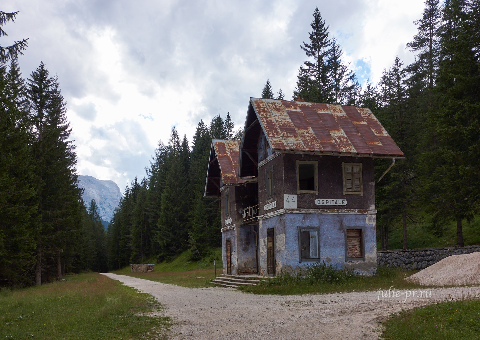 Италия, Альпы, Доломиты, железнодорожная станция