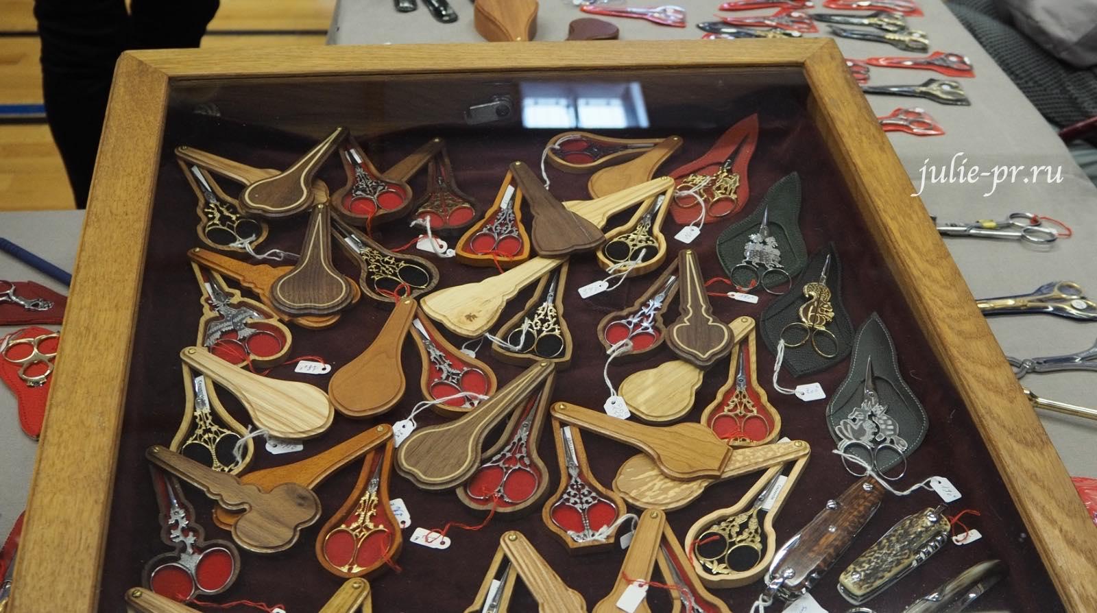 Ножницы в деревянных чехлах, Création autour du fil