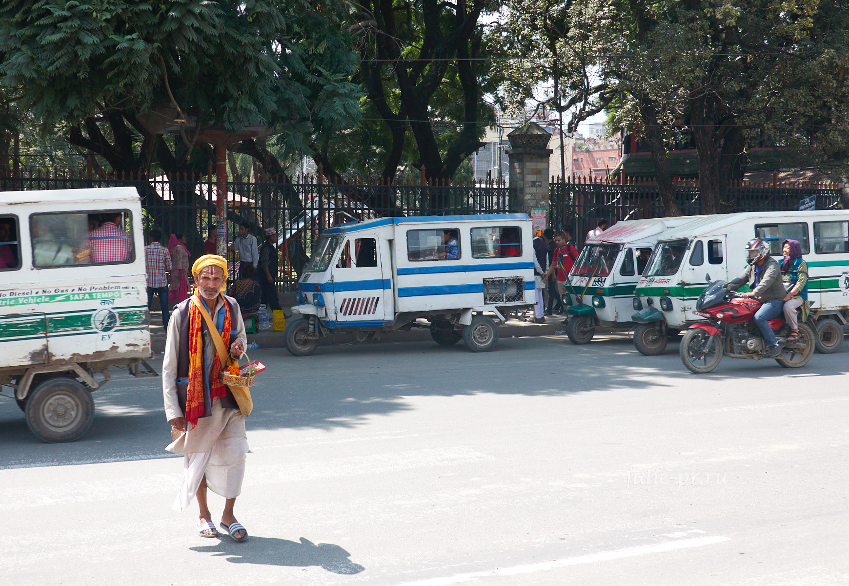 Непал, Катманду, маршрутка, тук-тук
