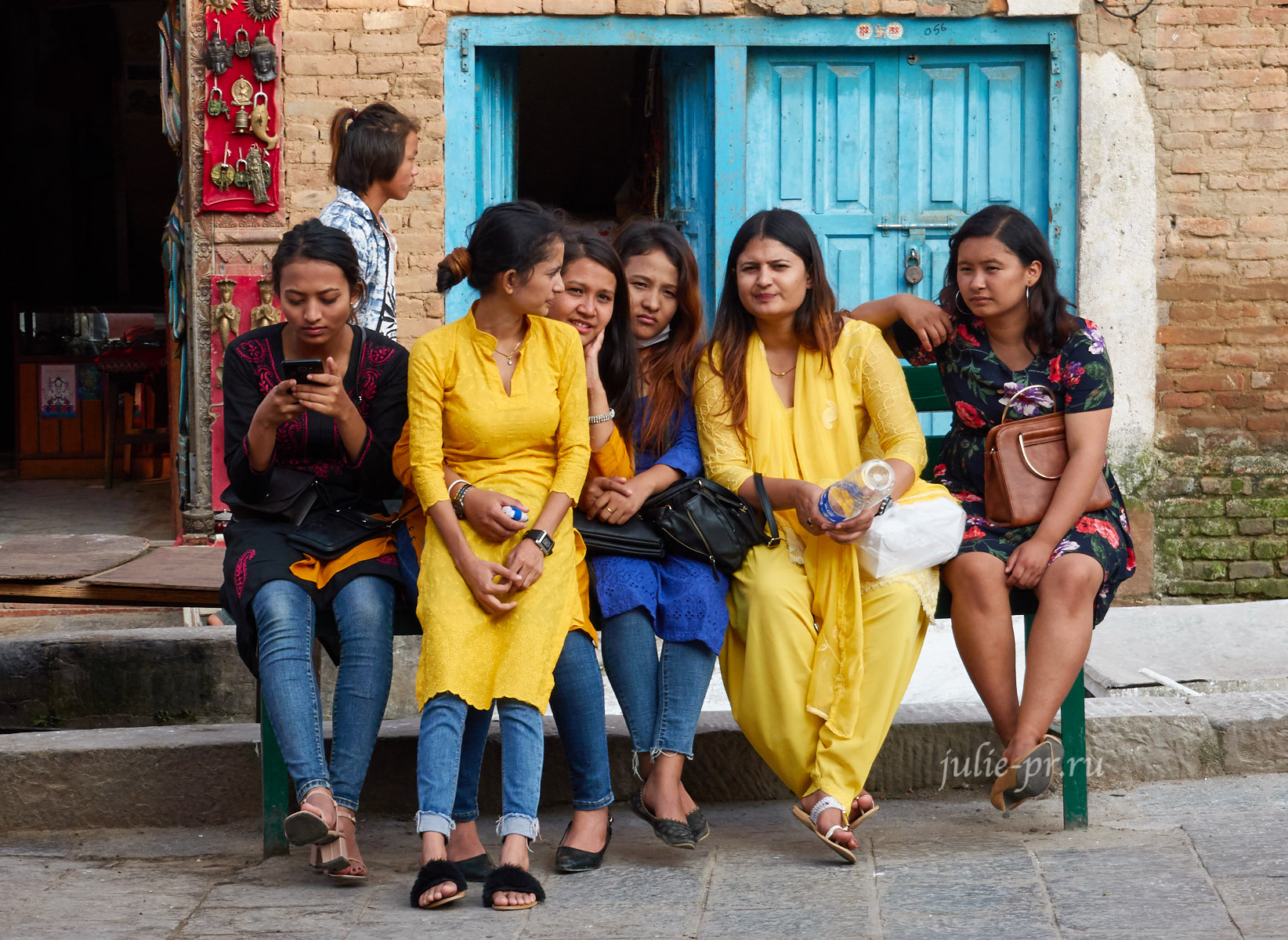 Непал, Катманду, Сваямбунатх, девушки