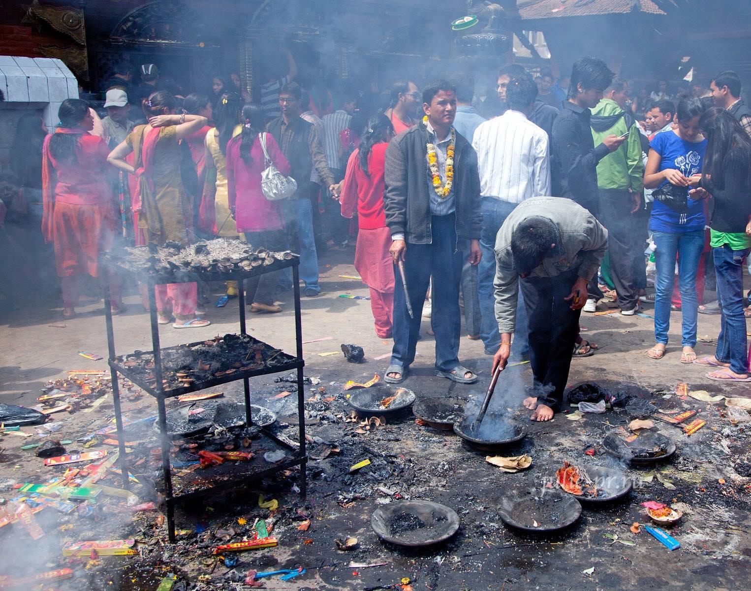 Непал, Катманду, люди, храм