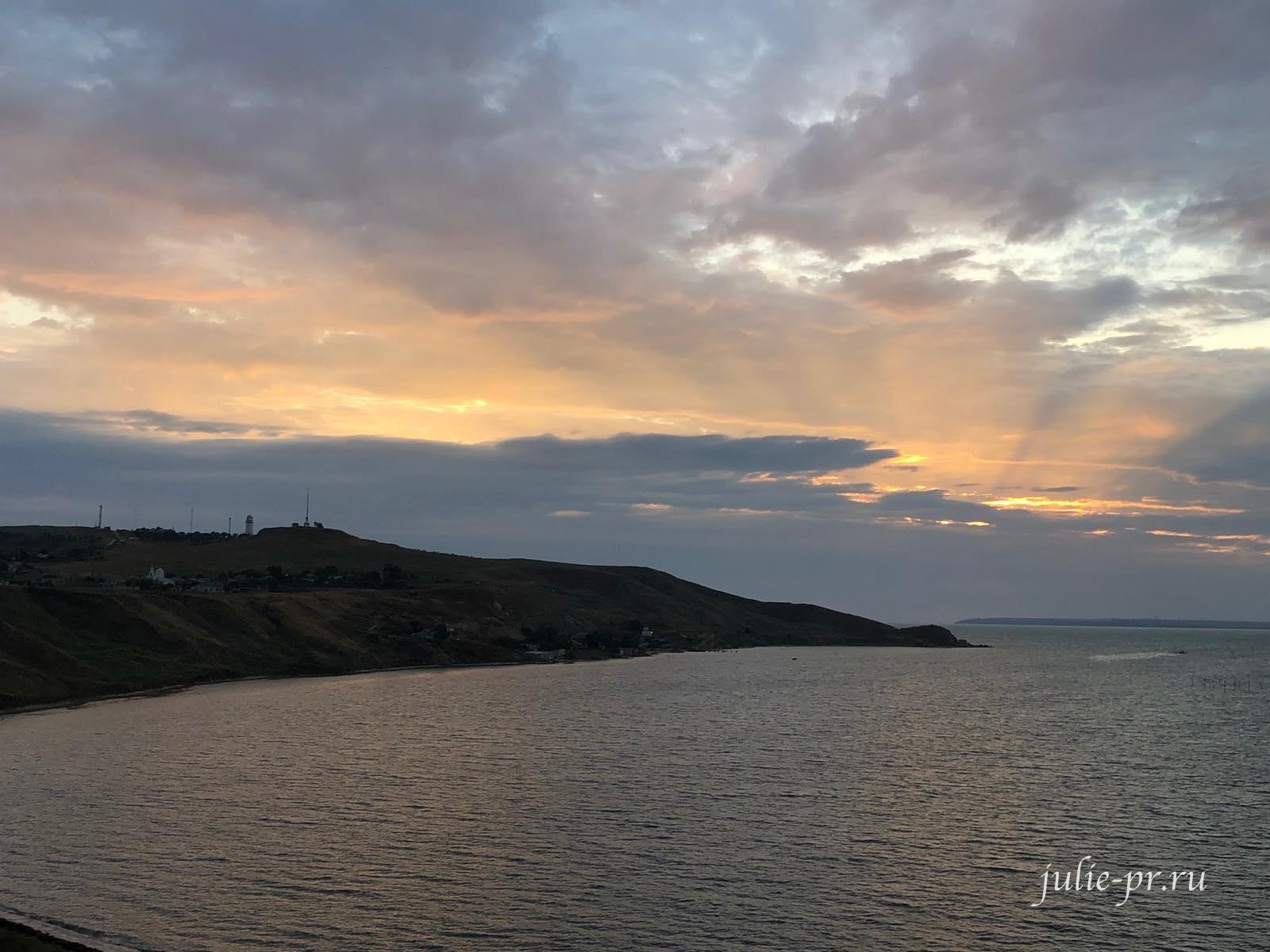 Еникальский маяк на рассвете, Керчь