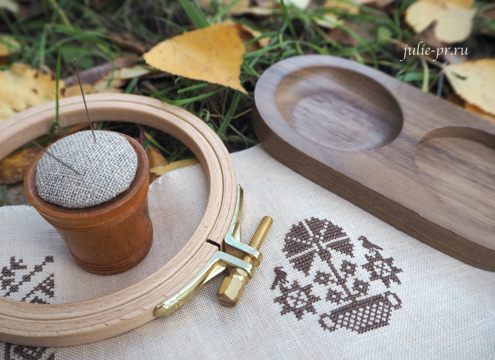 Plum street samplers, Quaker calendar V, вышивка крестом, примитив, квакер