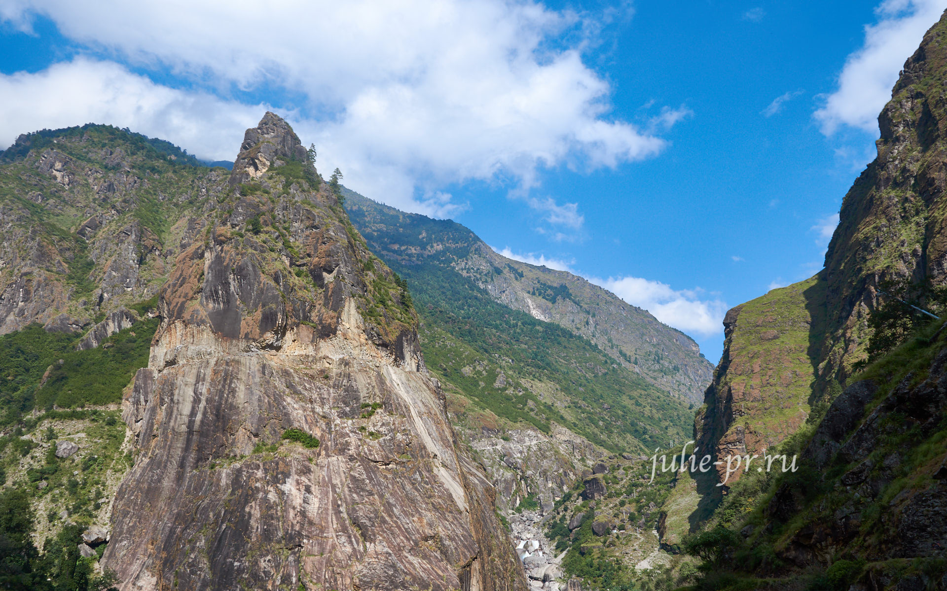 Непал, Трек вокруг Аннапурны, скала