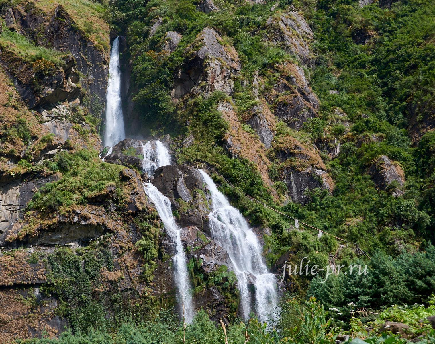 Непал, Трек вокруг Аннапурны, водопад