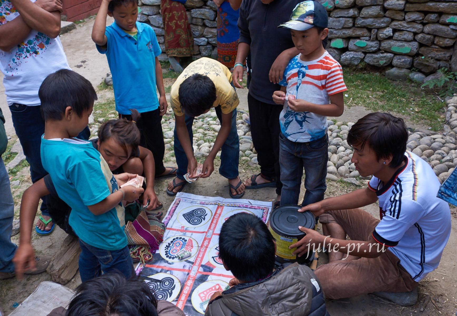 Непал, Трек вокруг Аннапурны, Дети, Игра