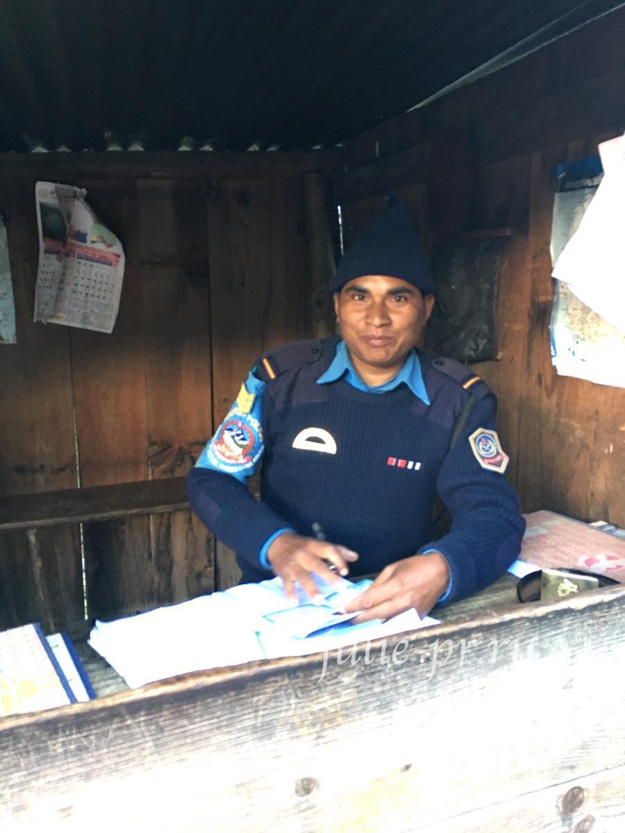 Непал, Трек вокруг Аннапурны, Полиция
