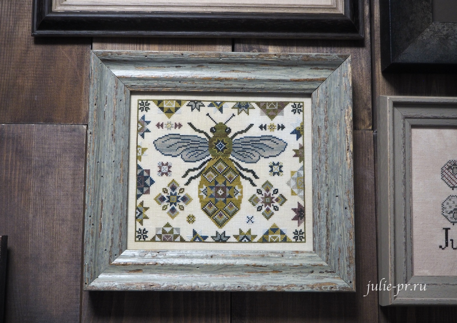 вышивка крестом, примитивы, The Blue Flower, Quilting Bee, пчела