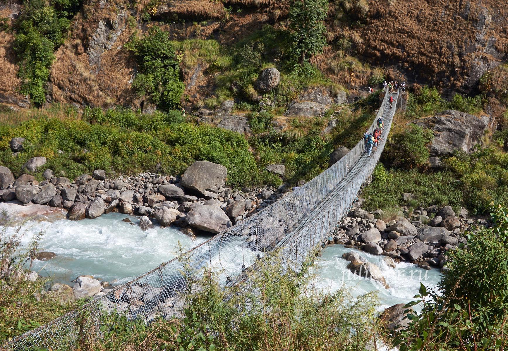 Непал, Трек вокруг Аннапурны, Река Марсъянди, подвесной мост