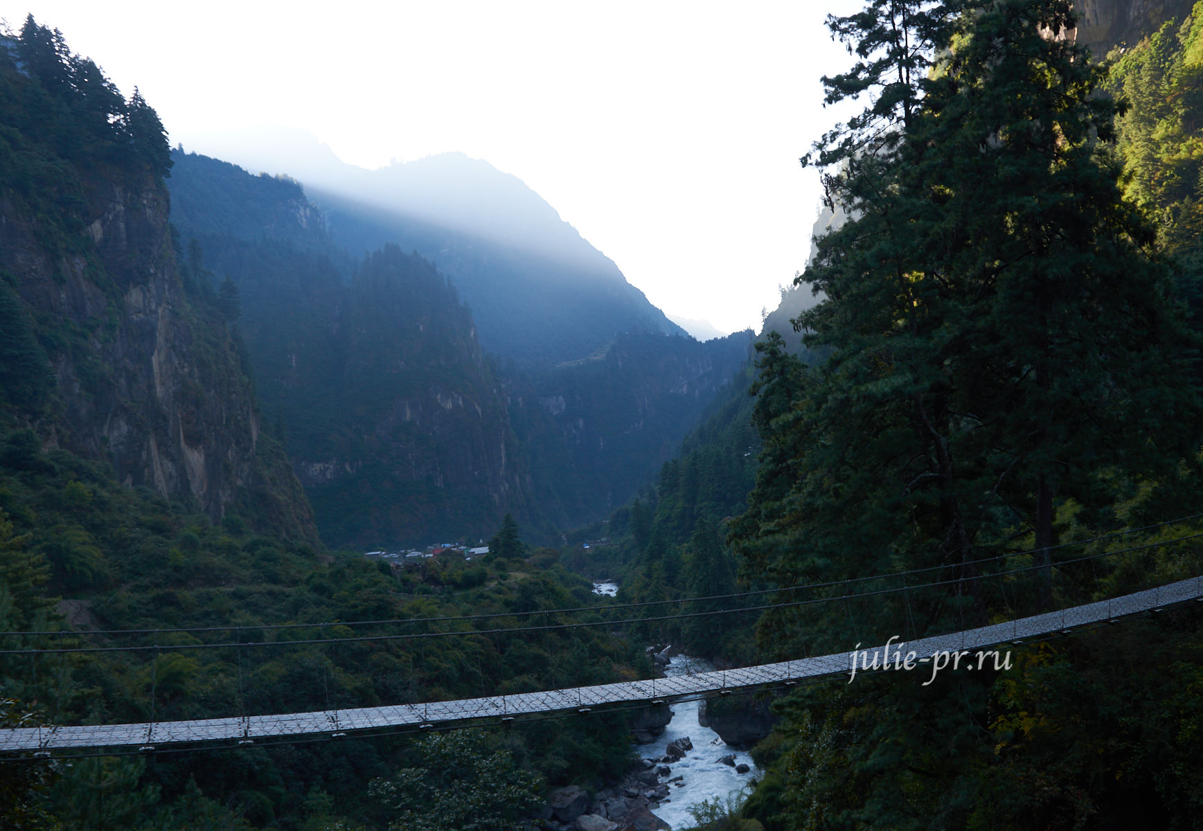Непал, Трек вокруг Аннапурны, река