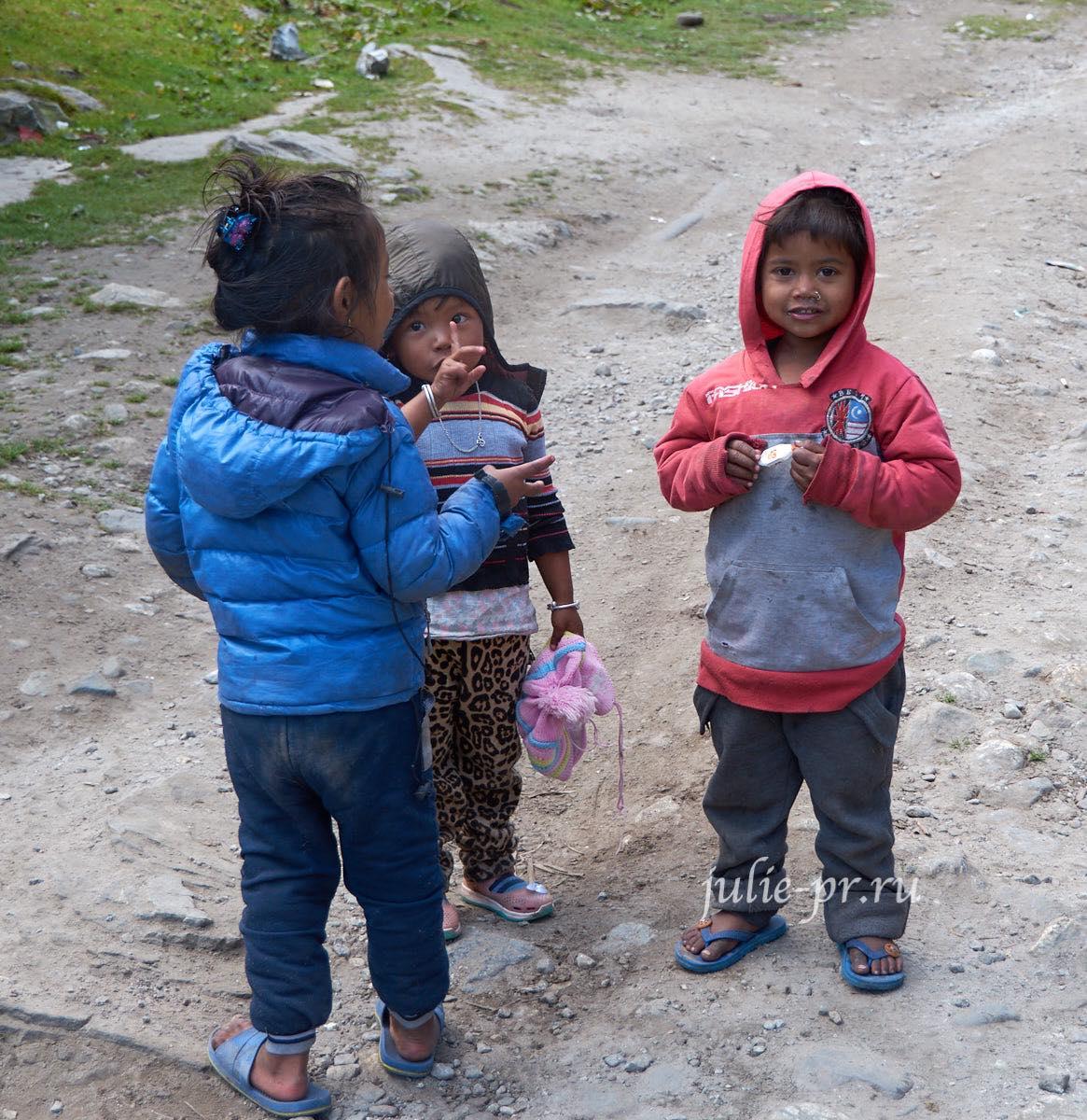 Непал, Трек вокруг Аннапурны, Дети