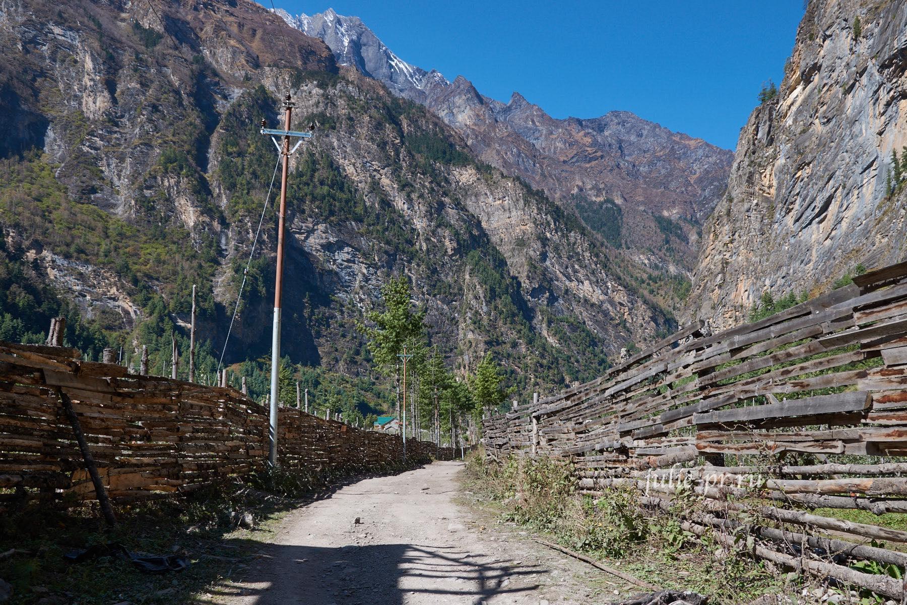 Непал, Трек вокруг Аннапурны, Заборы