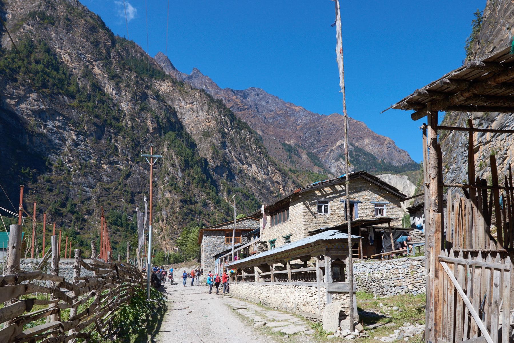 Непал, Трек вокруг Аннапурны, Bhratang