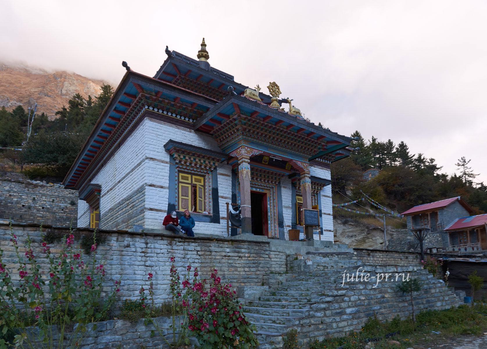 Непал, Трек вокруг Аннапурны, Монастырь в Писанге