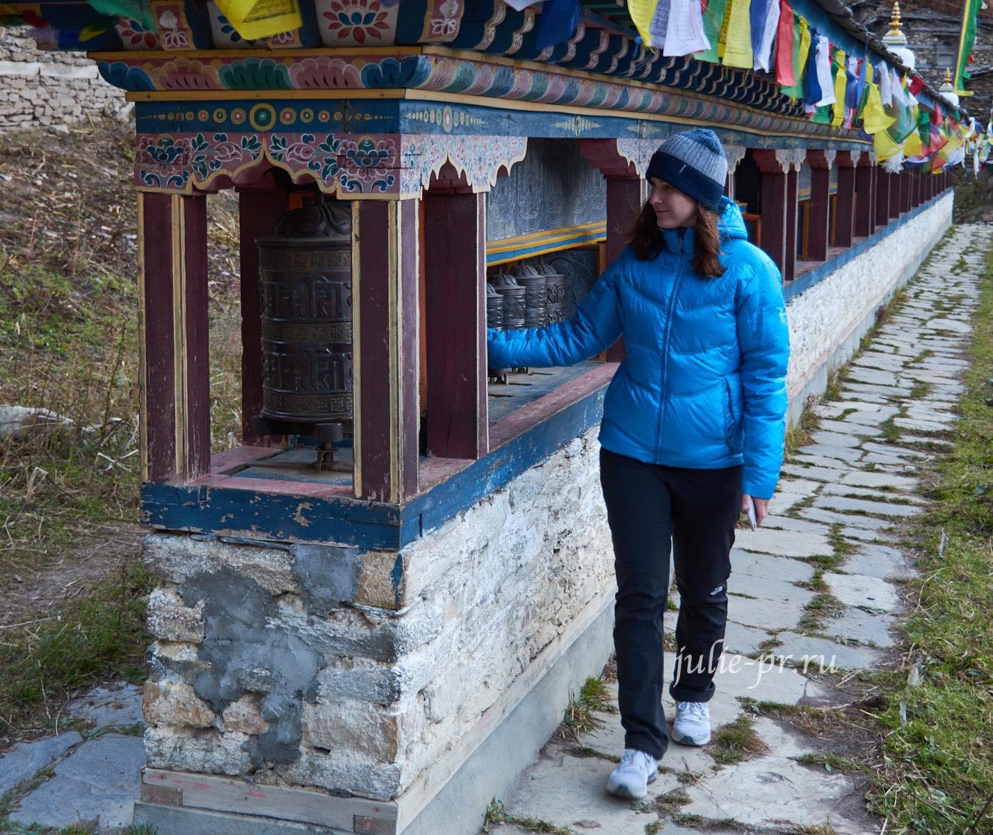 Непал, Трек вокруг Аннапурны, Стена барабанов