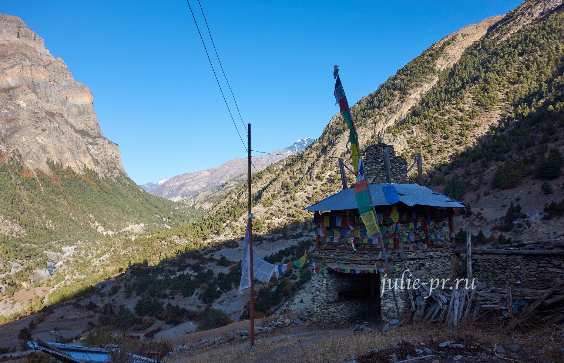 Непал, Трек вокруг Аннапурны, Ворота деревни Писанг