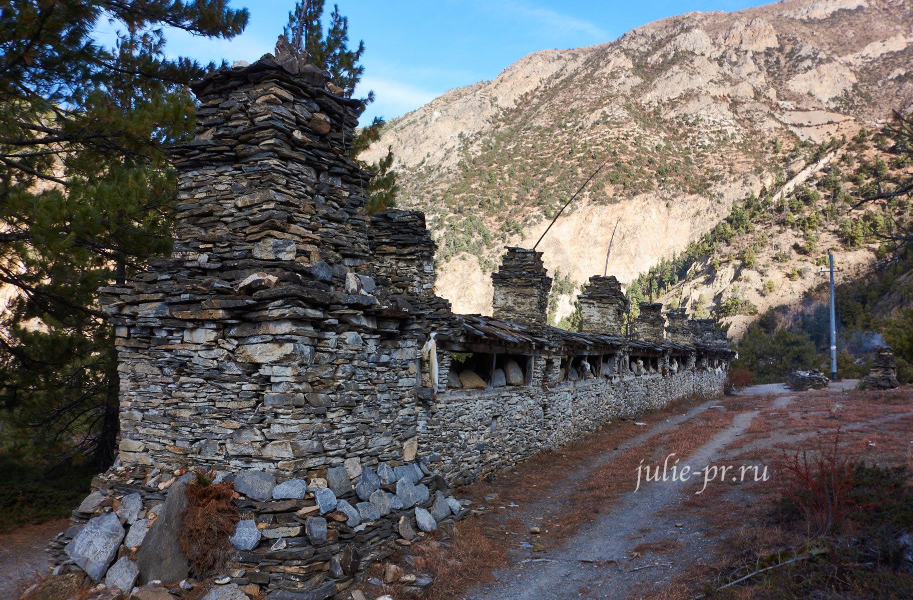 Непал, Трек вокруг Аннапурны, Стена мани