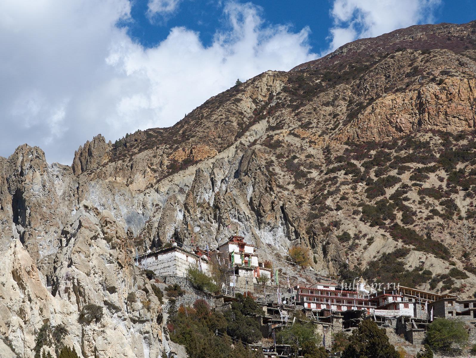 Непал, Трек вокруг Аннапурны, Braga, Монастырь