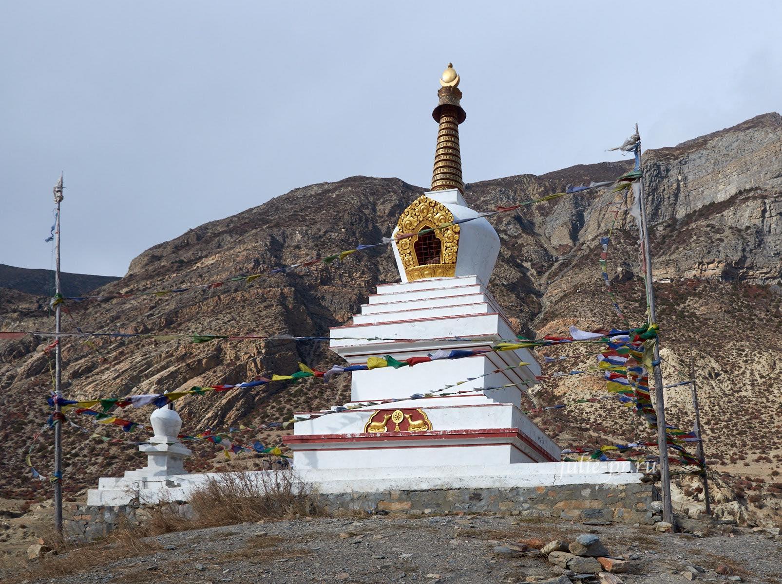Непал, Трек вокруг Аннапурны, Мананг, Ступа