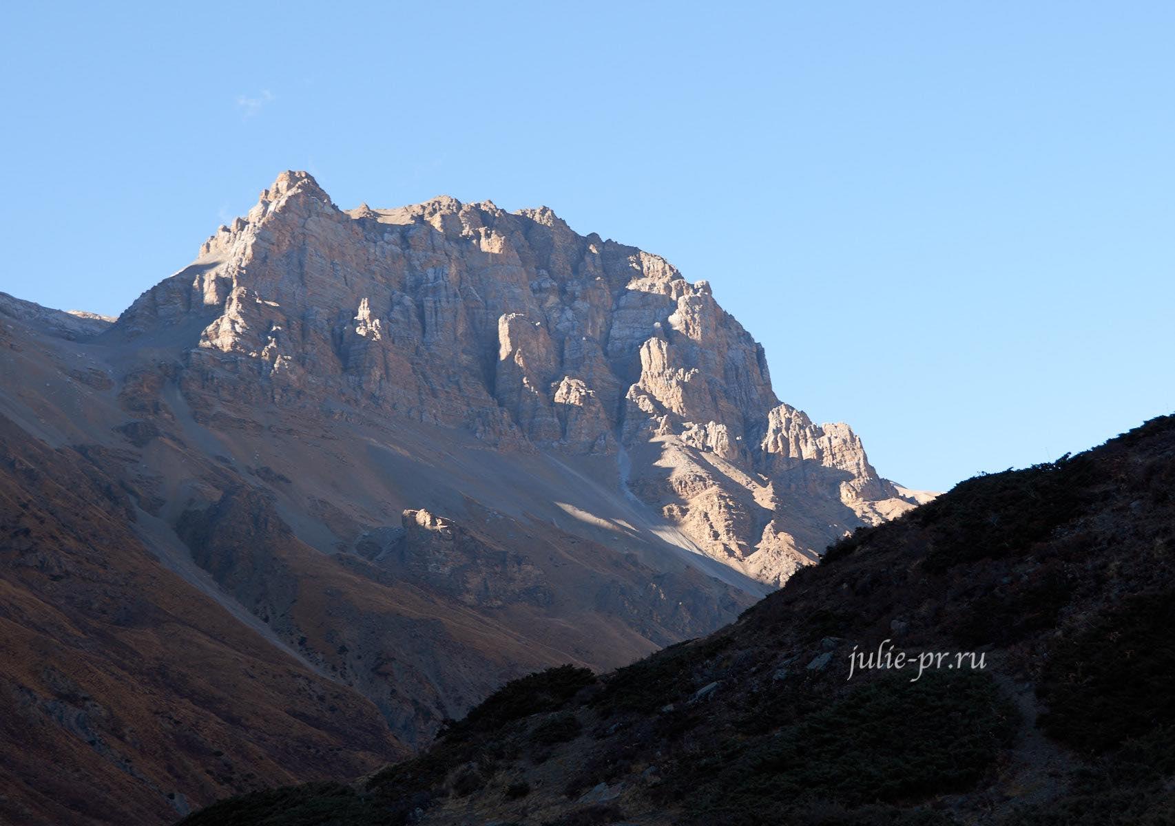 Непал. Горы около Торонг-Ла