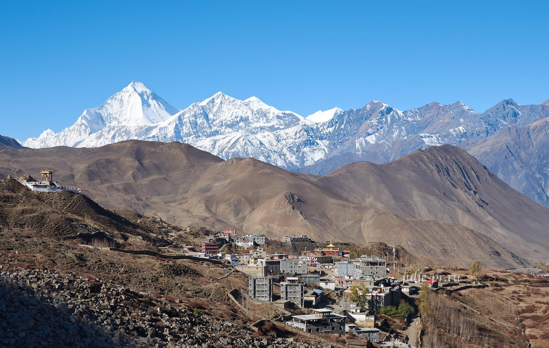 Непал, деревня Ранипаува, вид на Дхаулагири