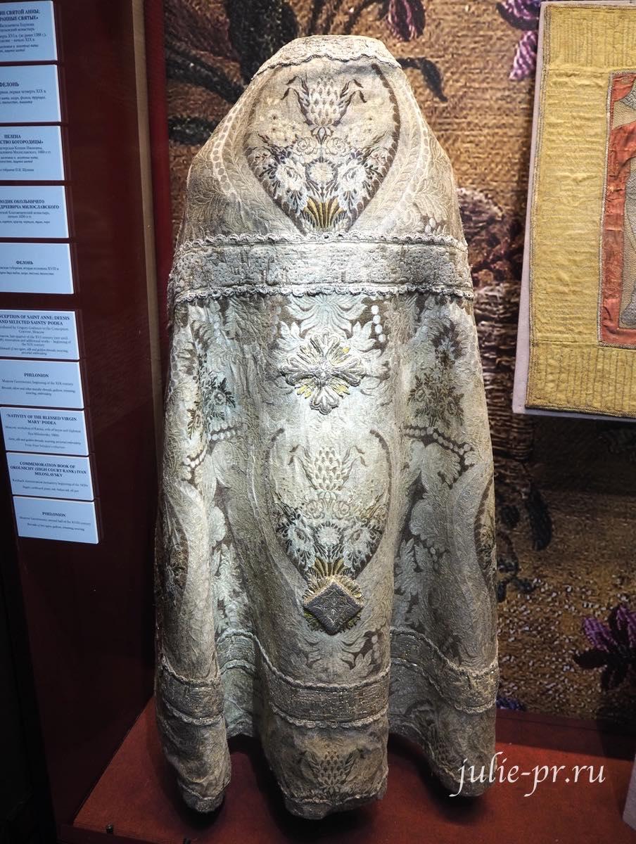 Фелонь (Московская губерния, первая четверть XIX века): парча, мишурные нити, галун, трунцал, блёстки; ткачество, вышивка