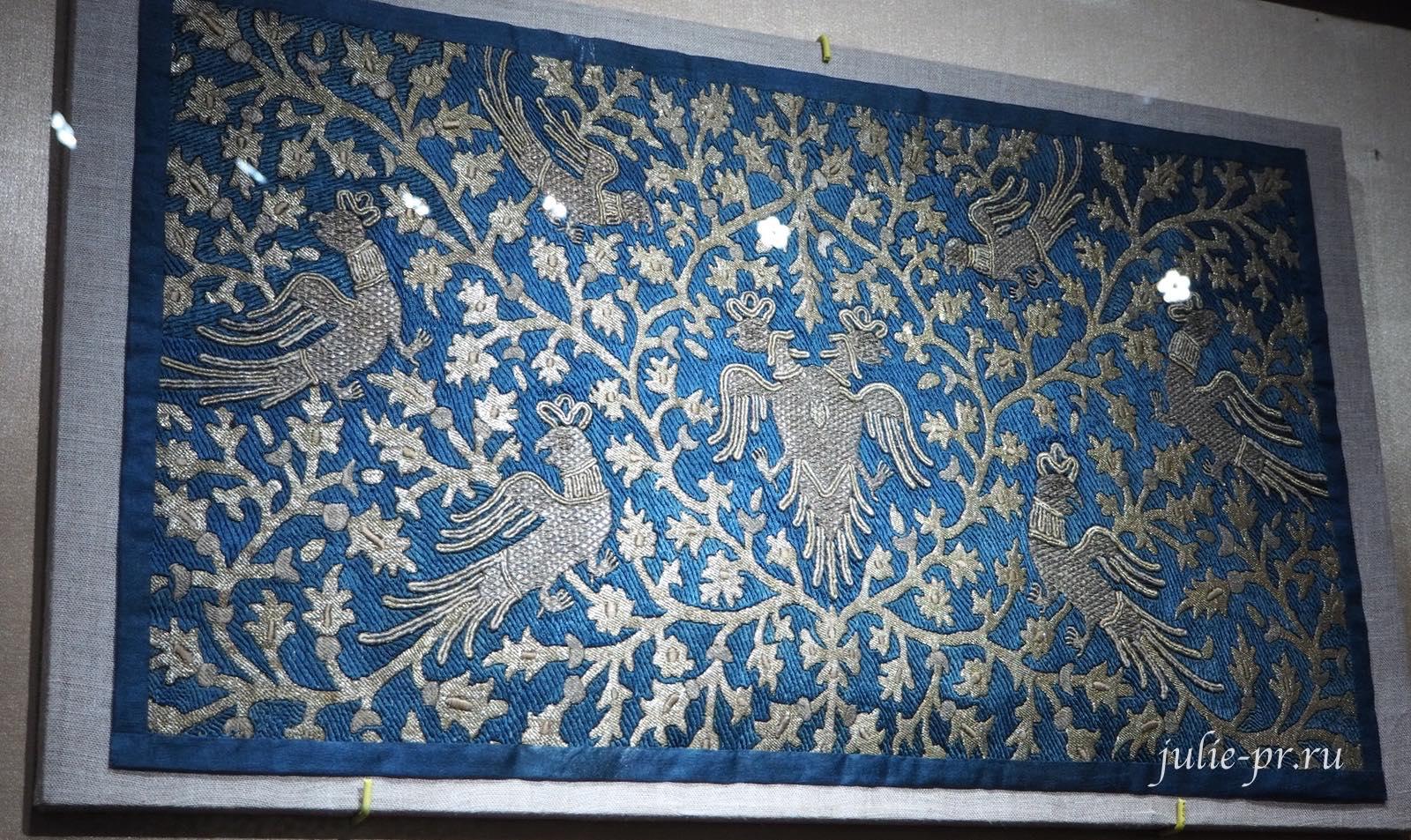 Вышивка для оформления царского места (Москва, Царицына мастерская палата, середина — вторая половина XVII века): шёлковые и золотные нити, изобразительное шитьё