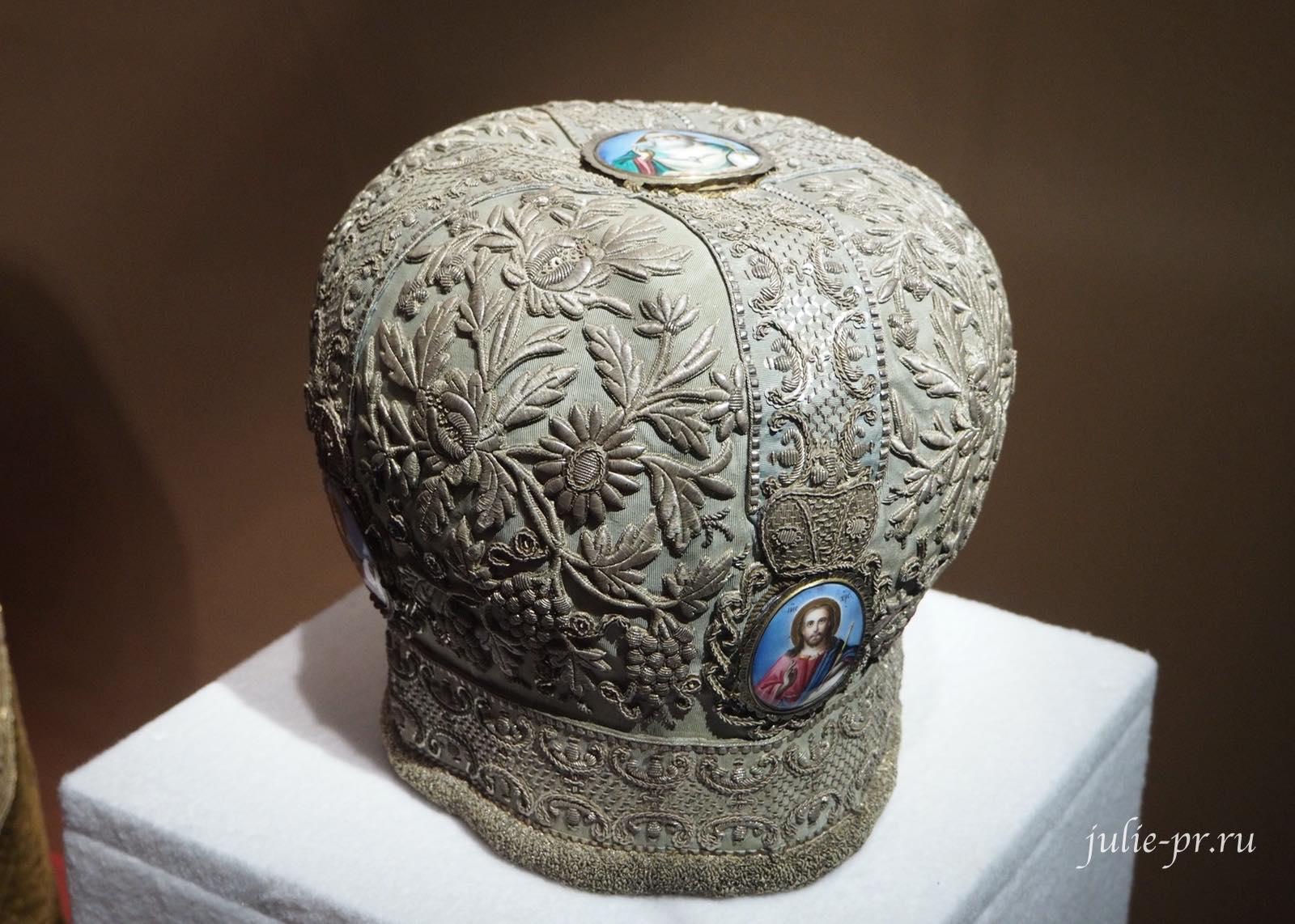 Митра (Московская губерния, последняя четверть XVIII века): серебряные нити, серебро, канитель, блёстки; ткачество, орнаментальное шитьё, эмаль, золочение